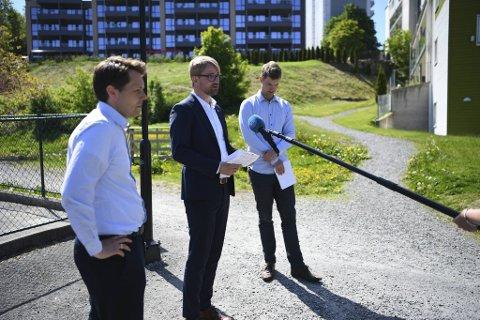 F.V: Akasias styreleder Tor André Ljosland, byrådsleder Roger Valhammer (Ap) og Erlend Horn (V).