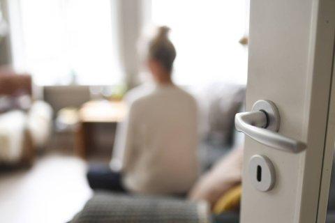 Tiden til alenemoren går med til møter med behandlere, oppfølging av behandlingsplaner, psykolog, terapi, aktivisering, og annet som skal følges opp.