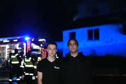 Adel Muranovic-Kahrimanovic og Ramiar Ferman forteller at det var masse flammer og røyk da de kom forbi.