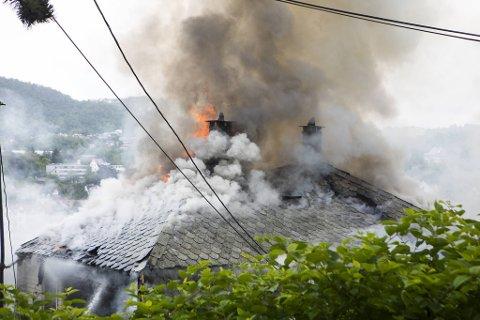 Flammene gjorde store skader, særlig i første og andre etasje. (Arkivfoto)
