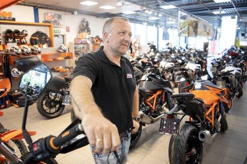 – Før har det hendt at du kvapp da det kom kunder i butikken. Sånn er det aldri mer, ler Terje Bøe, salgssjef MC hos Ride AS i Åsane.