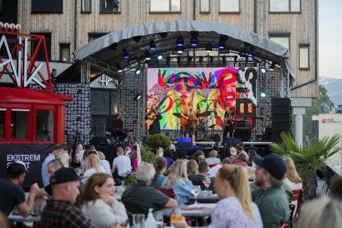 Onsdag kveld samlet mange glade festivalmennesker seg på Scandic Terrasse.