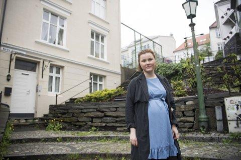 Her bodde Linn Kristin Engø i kollektiv i 2011. De to hun bodde med overlevde terroren på Utøya. Her samlet det seg mange AUF-ere på kvelden etter massakren. Linn skulle også vært på Utøya, men valgte å jobbe noen ekstravakter i stedet. Etterpå ble hun leder i AUF i Hordaland.