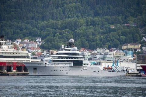 Skipet har mellomstopp i Bergen før det skal videre på et 45 dager langt oppdrag på Svalbard.
