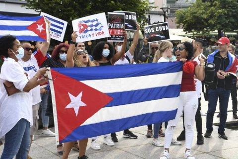 En større forsamling hadde møtt opp for å vise sin støtte til det cubanske folk