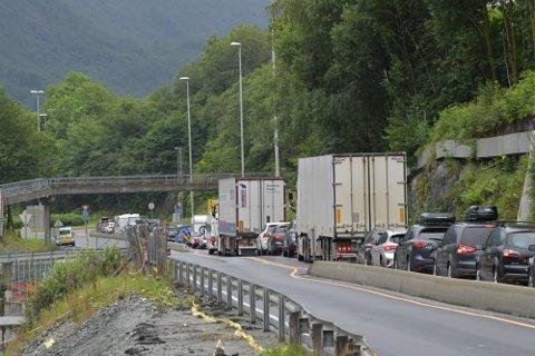 Fire personer var involverte i ulykken torsdag. Alle ble sent til sykehus.