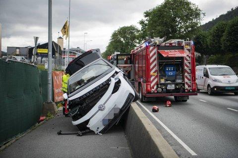 Det var store materielle skader på el-bilen etter sammenstøtet.