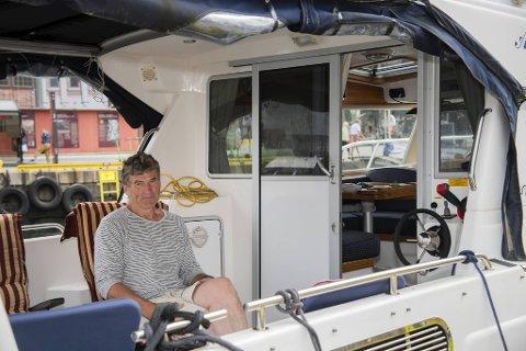 Asbjørn Grytten (58) skulle helst ha sett at dusjene til båtfolket var tilgjengelige, men sier han har forståelse for at det er et smitteverntiltak.