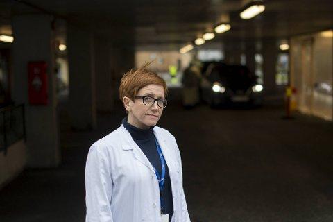 Randi-Luise Møgster mener vi må huske at vi fremdeles er i en pandemi og være flinke til å følge smitteverntiltakene slik at smitten ikke øker mer.