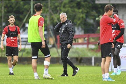 Kåre Ingebrigtsen er klar på at laget hans ble feige da de ledet 1-0 mot Lillestrøm sist. – I en presset situasjon får spillere nok med seg selv, sier Brann-treneren, som etterlyser ledere ute på banen.