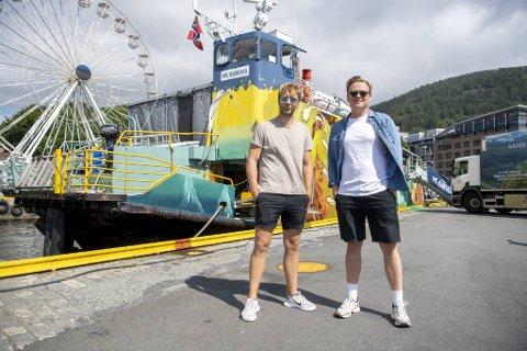 Jonas Thomassen og Vidar Villa kjøpte veteranbåten sammen med manageren deres Chris Collings i fjor høst.