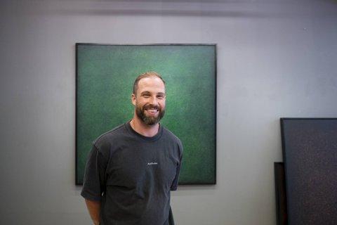 Adam Bjerck satser på et helt nytt felt: kunsten.
