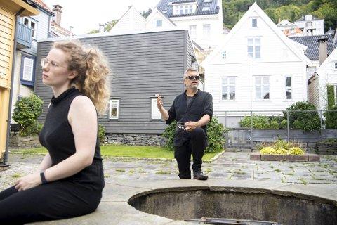 Ingeborg Ekeland og Sveinung Igesund mener det er trist at ungene i gaten ikke får gå alene til butikken lengre, i frykt for hva de kan komme til å se eller oppleve.