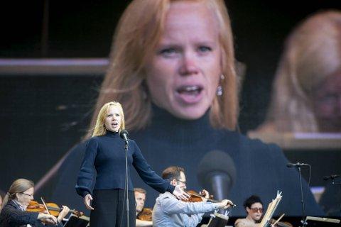 Sopran Beate Mordal er klar for å ønske 1500 velkommen til gratiskonsert med Harmonien på Plenen.