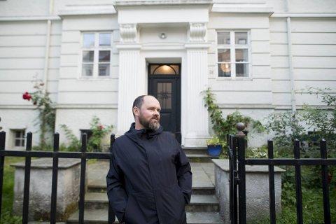 Velforeningsleder Ørjan Kjærstad sier nabolaget opplever støyen fra høyttalerne som et stort problem.