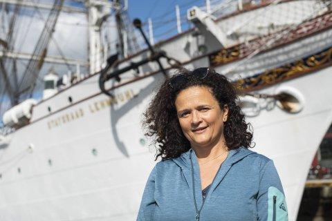 Til vanlig jobber Christine Frantzen (53) som sosionom i Oslo. I seks uker denne sommeren seiler hun med Statsraad Lehmkuhl.