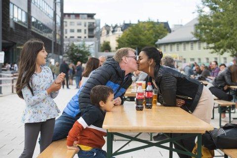 Eirik Midttun og Lya Abeyneru har valgt å gå på Bystrandfestivalen for en helt spesiell grunn.