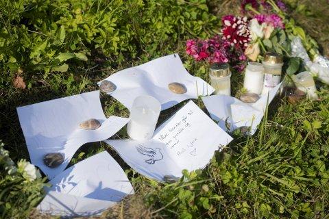 Det ble lagt ned blomster og hilsener på ulykkesstedet i helgen.