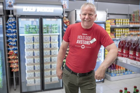 Terje Sandnes har fått øl i butikken sin, med kommunens velsignelse.