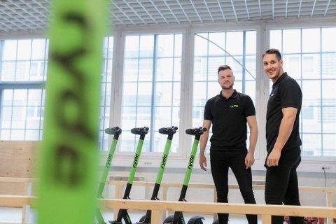 Gründerne Espen Rønneberg (til v.) og Johan Olovsson har tidligere frontet utskjelte Ryde. Nå gjør selskapet endringer i ledergruppen.