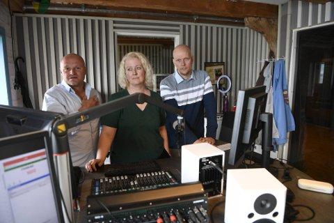 Kjell Sigvart «Kjellemann» Heltorp, Gunvor Roti Dal og Petter Lavern er forbanna etter at noen brøt seg inn og stjal utstyr i radiolokalene.
