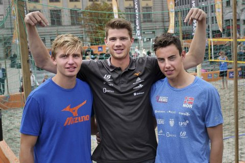 Christian Sørum (t.v.), Anders Mol (i midten) og Mathias Berntsen i 2017.  Nå er de to førstnevnte klare for OL-finalen i sandvolleyball.