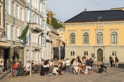 Jeppe Bar & Kafé i Bergen sentrum, torsdag kveld.
