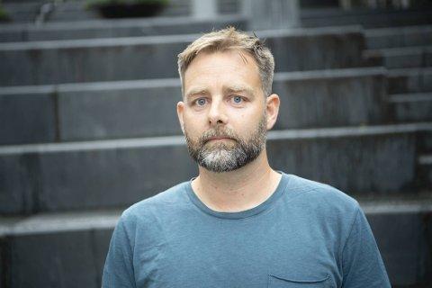 Eirik Lilleheil er nestleder i Utdanningsforbundet i Bergen. Han ber byrådet ta grep og fullvaksinere alle ansatte i byens skoler og barnehager.