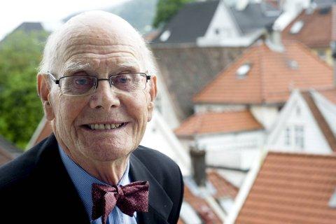 Jakob Skarstein ble født i Ålesund, men bodde i Bergen fra 1940. Bildet ble tatt i anledning 90-årsdagen.