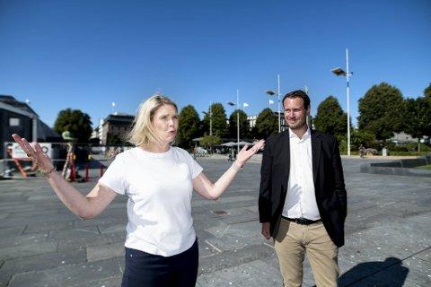 Frps Sylvi Listhaug og Helge André Njåstad på Festplassen.