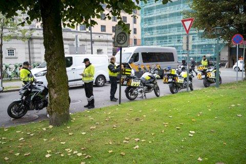 Fredag morgen hadde politiet og Statens vegvesen rigget seg til for å kontrollere tohjulinger.