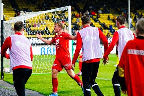 Brann jubel etter scoring av Aune Selland Heggebø under Eliteseriekampen i fotball mellom Lillestrøm og Brann på Åråsen Stadion.