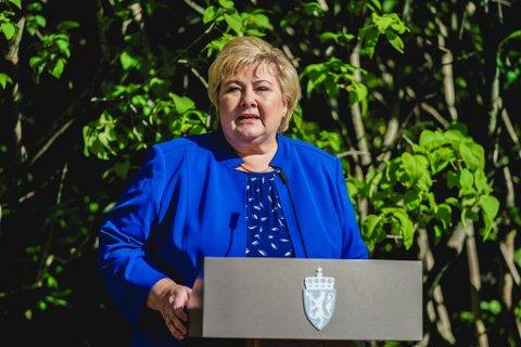 Statsminister Erna Solberg kommenterer resultatet etter stortingsvalget utenfor regjeringens representasjonsanlegg. Foto: Stian Lysberg Solum / NTB