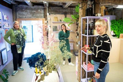 Susan Smallwood, Mette Bjørhovde og Jeanette Tonning Sundal er lei av naskeri i butikkene deres.