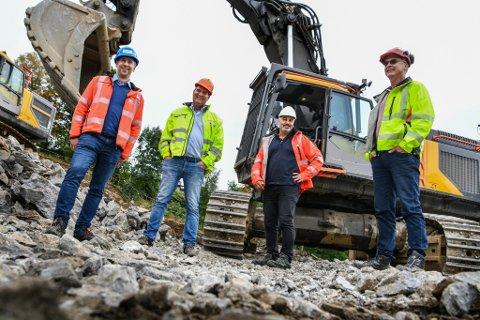 Sartor Maskin utfører grunnarbeid i prosjektet Kråkehaugen på Fantoft, hvor det skal bygges over 50 nye leiligheter. Fra venstre: Arild Bøthun, Rune Grimstad, Kåre Bjorøy og Jan Drange. De vil alle være aktive i det nye selskapet - Sartor & Drange.