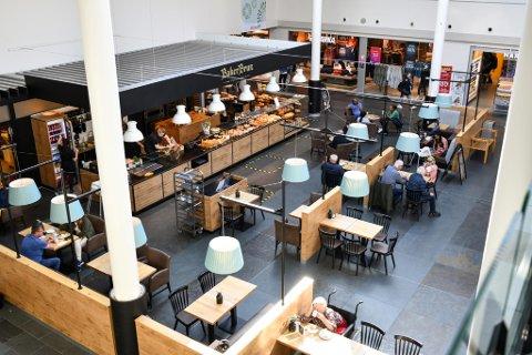 Baker Brun på Oasen har fått selskap av fire nye spise- og serveringssteder på senteret. Et bredt mattilbud gir mersalg før og etter restaurantbesøket, viser forbruksforskning.