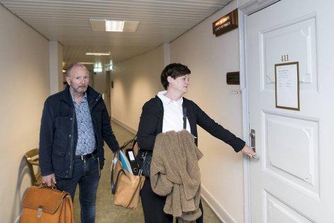 Tor Johannessen med sin advokat Mette Yvonne Larsen i retten i juni.