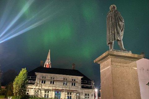 Dette bildet fra Nygårdshøyden viser hvor kraftig nordlyset var.