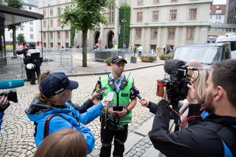 Politiet har brukt lang tid på å planlegge hvordan de skulle håndtere demonstrasjonen lørdag. Her står innsatsleder John Endre Skeie og snakker med pressen,.