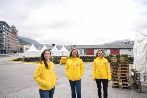 Amanda Bahl prosjektleder i Smak av kysten, Alexandra K. Angell, daglig leder for Matarena AS og prosjektleder for Bergen Matfestival Ingerid Wembstad er klar for full matfestival denne helgen.