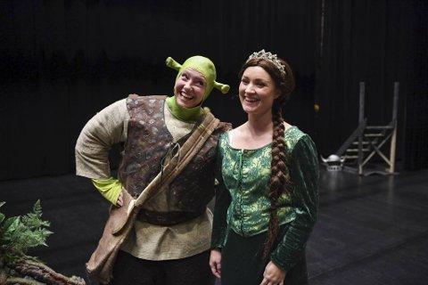 Shrek og Fiona spilles av Ingrid Lie Ommedal og Helene Skogheim. De 15 skuespillerne fra Bergen Musikkteater er klare for musikal.