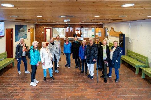 I tillegg til treningen, er også vanngymmen et sosialt møtepunkt for pensjonistene. Fra venstre: Ingeborg Amundsen, Gerd Thormodsen, Liv Klausen, Maria Katarina Strømsnes, Britt Hamre, Liv Bjerknes, Torunn Aarre, Elsa Vevle, Elisabeth Haukeland, Nina Skjelbred og Wenche Fredriksen.