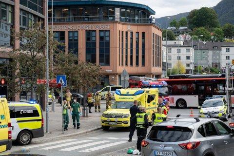 Kvinnen (29) som overlevde knivstikkingen på Nav Årstad ble avhørt onsdag.