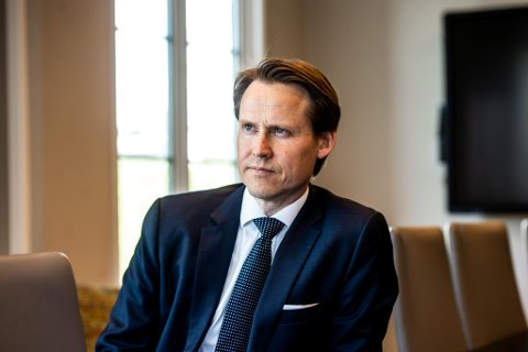 Partner i advokatfirmaet Brækhus, Eivind Arntsen, mener Beyer blir kastet under bussen.