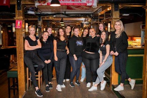 Gabriela Sibinska (f.v.), Leonie Løkebø (21), Aurora Rosvold (20), Cecilie Gück-Åse (21), Regina Rebnord (20), Birthe Birknes (21), Tonje Grannes (21), Kristina Thomsen (20), Sima Vikanyte (20), Jena Grant (20) og Zymante Domresyte.