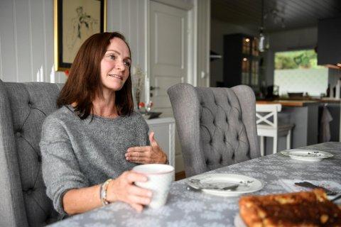 Hanne Bjørke var 41 år da hun fikk påvist brystkreft. Hun ber kvinner om å ikke utsette å sjekke endringer.
