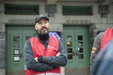 Hovedtillitsvalgt ved Den Nationale Scene Rune Kjelby, mener det er streikebryteri å holde forestilling ved teateret lørdag.