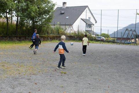 Jørgen Schumann Strandheim, Oliver Hess-Erga, Troy Nelson Alver og Niklas Solberg spiller sjelden på den lille grusplassen ved Skansemyren.
