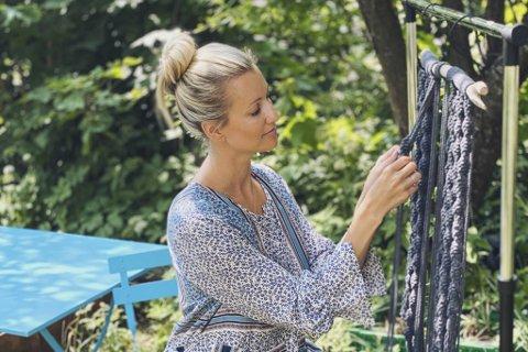 – Jeg har i årevis hatt interesse for makrame-håndverk og klær. Spesielt har jeg en forkjærlighet for kimono, sier Linn Andersen. Nå har hun gjort begge deler til forretningside.