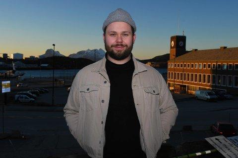 TRIVES: Jørgen M. Hansen (25) tror ikke han kommer til å flytte fra Bodø med det første. Selv om det er bra å se andre steder av verden vil han nok alltid vende hjem til byen sin.